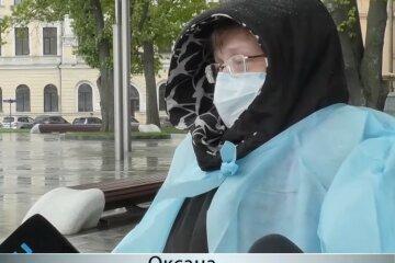 """Харківська медсестра влаштувала пікет у центрі міста: """"Нас дуже сильно ображають"""""""