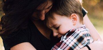 ребенок напуган, мать и сын