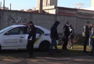 Киевлян просят опознать девушку, которая потеряла связь с родными: фото и подробности