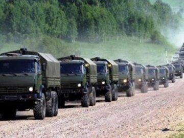 """Росія стягнула військову техніку до кордону з Україною: деталі того, що відбувається, """"на дорозі стоять..."""""""