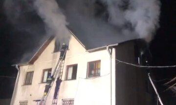 Під Києвом вогонь охопив гуртожиток і склад: кадри масштабної пожежі