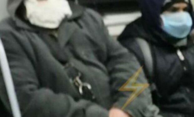 """""""Страна должна знать героев!"""": харьковчане разнесли пассажира метро в """"оригинальной"""" маске, фото"""