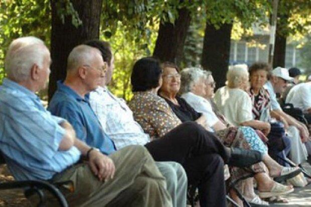 Важливий нюанс про підвищення пенсій, кому дістанеться більше грошей: «Якщо пенсіонер продовжує працювати...»