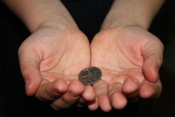 выпрашивать просить денег милостыню собирать