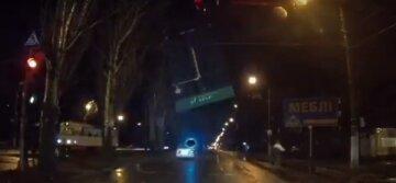 """Дерзкого автохама мгновенно проучили в Одессе, видео: """"Летел на красный"""""""