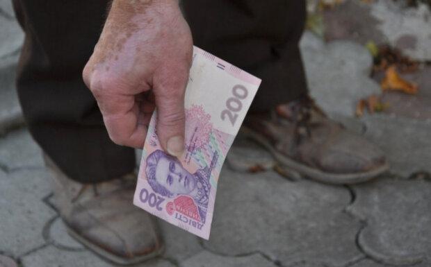 Фальшиві 200 гривень заполонили Україну: як розпізнати підробку