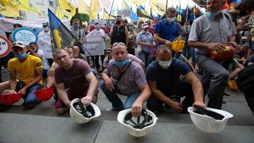 Соціальне літо: збідніле населення, протести шахтарів, зміни соціальних стандартів