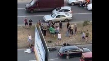 """В Одесі натовп влаштував самосуд над водієм, відео злили в мережу: """"збив матір з дітьми"""""""