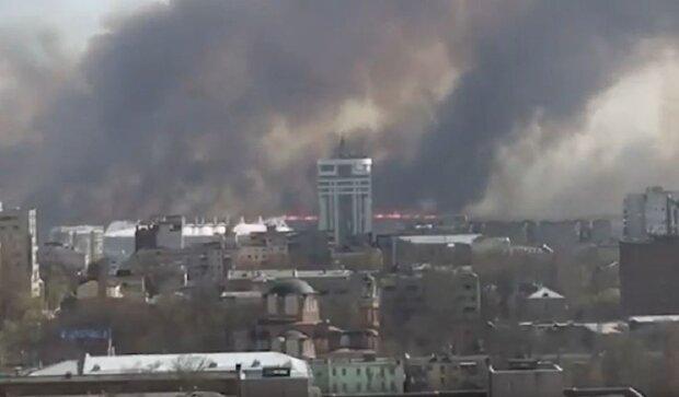 Смертельна пожежа охопила місто, стіна вогню й чорного диму, рятувальники не справляються: кадри НП