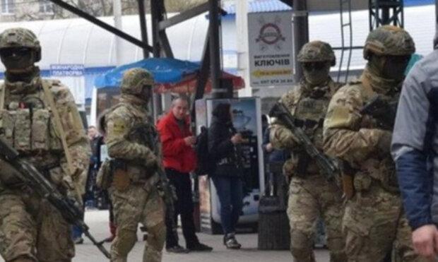 Остановка транспорта и проверка граждан: на улицах Киева люди с оружием, в СБУ сделали срочное заявление