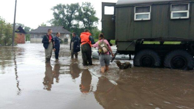 Стихия в Украине набирает обороты: затопит новые области, срочное предупреждение