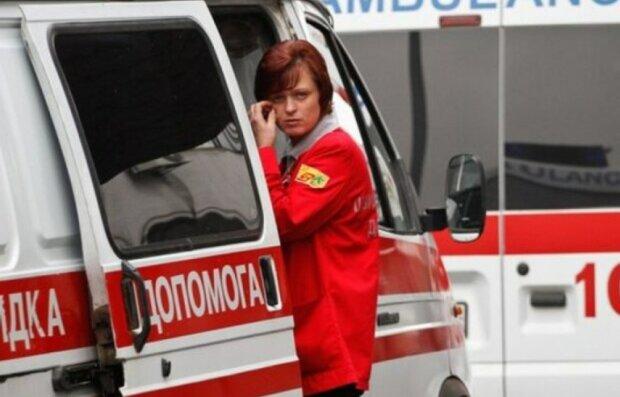 """На Харківщині медики прийняли пологи на ходу, фото: """"Не встигли..."""""""