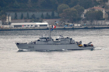 Ударна сила НАТО увійшла в Чорне море: яскраві кадри