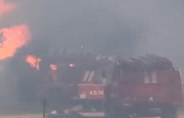 В Киеве загорелось общежитие: спасатели срочно эвакуировали сотни человек, кадры ЧП