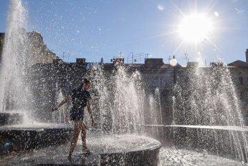 жара, фонтан, девушка