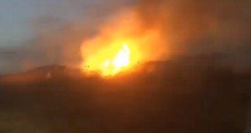 Огненная стихия разбушевалась после урагана в Одессе: кадры происходящего