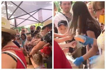 """Толпа одесситов устроила давку на День Независимости из-за торта, видео: """"Это позорно"""""""