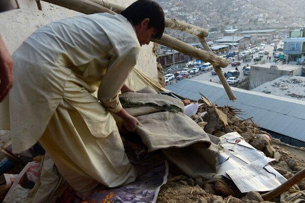 Жертвами землетрясения в Афганистане и Пакистане стали уже более 300 человек (фото, видео)