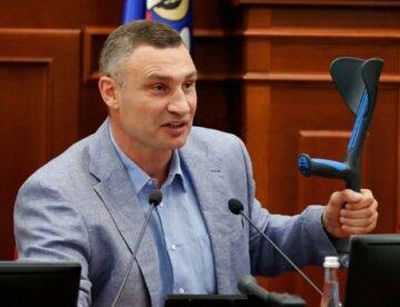 Совет походить с костылем перед выборами Кличко получил от Манафорта, - блогер