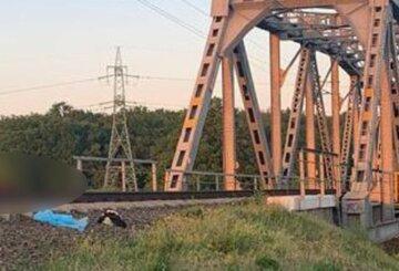 13-хлопчик ліг на колії, чекаючи поїзда: деталі та кадри трагедії на Київщині