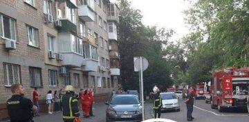 В Киеве загорелось общежитие колледжа, началась эвакуация: фото