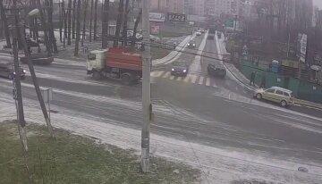 """Под Киевом водитель сбил женщину на тротуаре, кадры: """"не смог объяснить своего поступка"""""""
