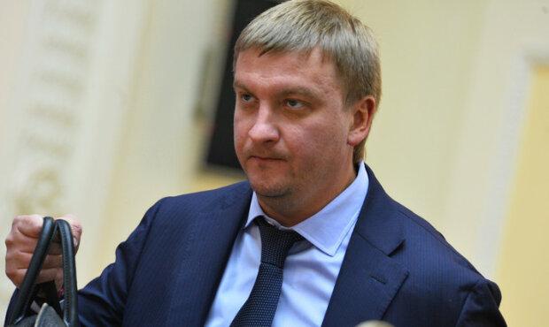 Министр юстиции Петренко сменил имидж – фото