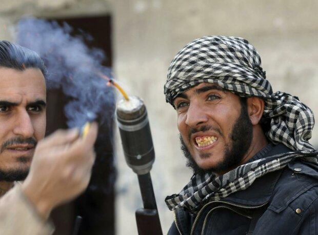 Сирийцы противостоят мощнейшей армии самодельным оружием (фото)