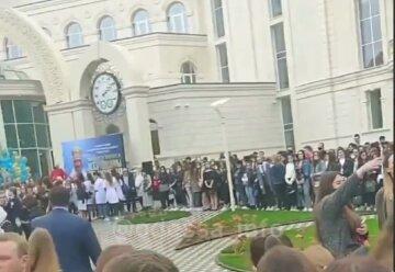 """Сотни студентов согнали, как массовку в Одессе, видео: """"люди теряют сознание"""""""
