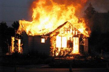 дом поджог фанат