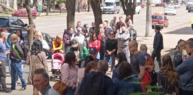 українці, банк, чергу, кредит, на вулиці, в масках, без масок, люди