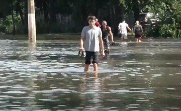 Будинки і дороги затоплені: Крим потопає в опадах, почалася евакуація жителів