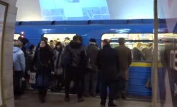 В новогоднюю ночь киевское метро будет работать дольше, но часть станций готовят к закрытию: детали