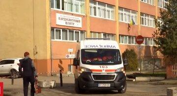 """В киевской больнице пациентку с кровотечением выставили на улицу: """"Карантин – ничем не можем помочь!"""""""