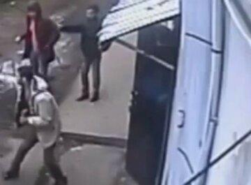 """Перехожа героїчно рятувала дитину від наркоманів у Дніпрі: """"Били об стіну"""""""