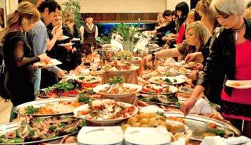 """Новорічний стіл влетить українцям в копієчку: скільки доведеться витратити на """"Олів'є"""" і делікатеси в 2021 році"""