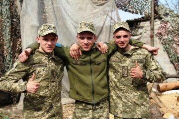 """""""Родные, вернитесь домой живыми"""": три брата бок о бок встали на защиту Украины"""