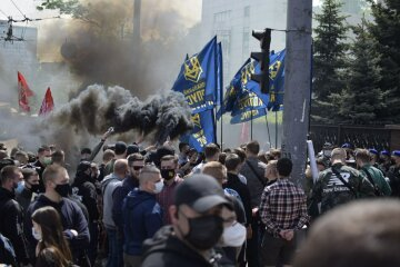 Под судом по Медведчуку произошли столкновения