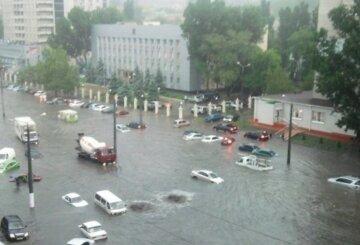 Люта стихія обрушилася на Одещину, рятувальники не справляються: кадри руйнувань