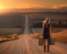 женщина, путешествие, расставание, стоит спиной