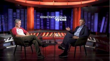 Романенко считает, что Зеленский сумел показать, что именно он главный в Украине