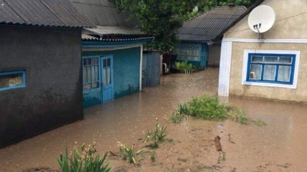 Мощная стихия атаковала Украину, в эпицентре сотни населенных пунктов: кадры непогоды