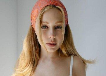 """Тіна Кароль ледве втримала пишні форми у вузькій сукні з декольте нарозхрист: """"Натуральна краса"""""""