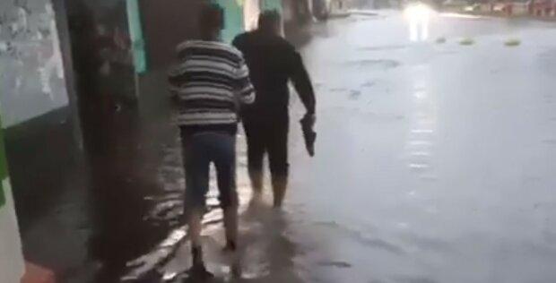 """На Київ обрушився потоп, відео стихії: """"підтоплені будинки, забиті ливневки"""""""