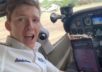 18-летний парень стал самым молодым пилотом, облетевшим вокруг Земли: за штурвал он сел в 12 лет