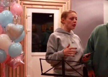"""Кароль после танца с Даном Баланом решилась представить своего """"хорошего парня"""": """"Это усы?"""""""