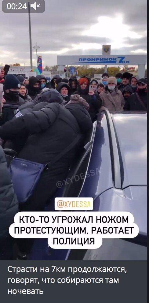 """Страсти на """"7 километре"""" не утихают, протестующим начали угрожать: съехалась полиция"""