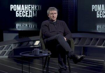 Невнятные месседжи и возвращение «литвинизма», - Романенко о самостоятельной игре Разумкова