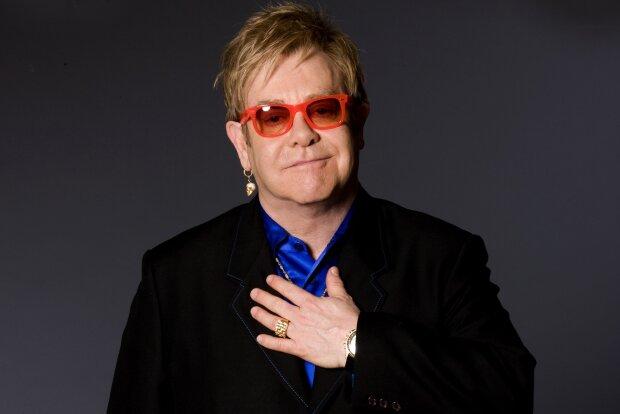 Біда трапилася з Елтоном Джоном прямо на концерті, співак не витримав: відео потрапило в мережу