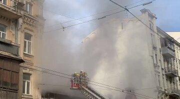 Масштабна пожежа в центрі Києва: палахкотить будівля офісу симфонічного оркестру, перші кадри